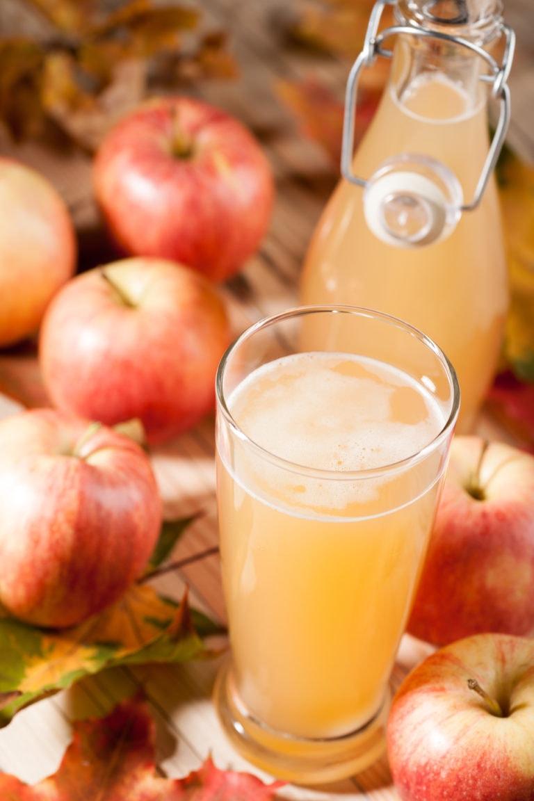 un grand verre de jus de pomme naturel au quotidien est bon pour la santé
