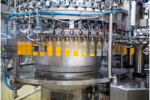 fabrication du jus de fruits en bouteille