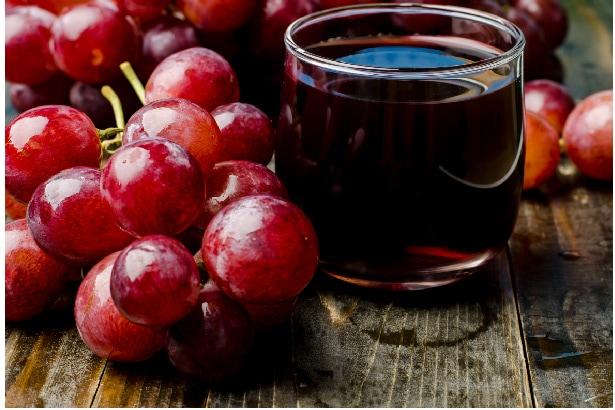 Tout savoir sur les bienfaits du jus de raisin rouge sur la santé