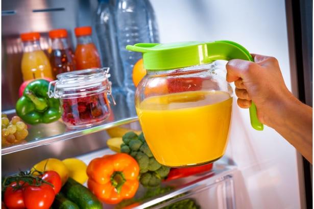 jus de fruits au réfrigérateur