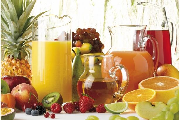 une grande variété de jus de fruits